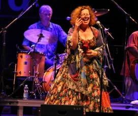 Sarah Jane Morris live
